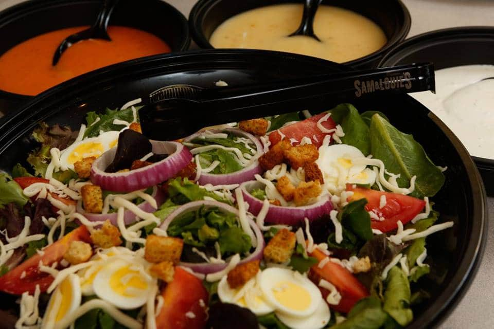 sl-catering-salad-with-dressing